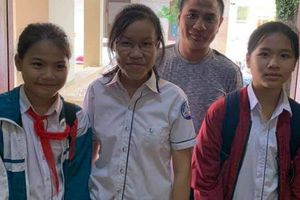 Ba học sinh trả lại chiếc ví nhặt được chứa số tiền lớn