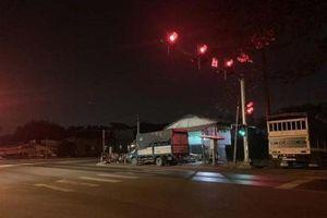 3 đối tượng tẩu thoát khỏi 'xe tù' khi dừng đèn đỏ trong đêm bị bắt