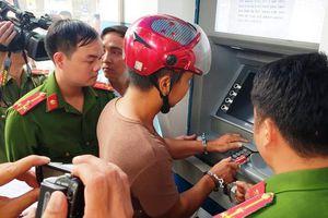 3 đối tượng Trung Quốc trộm gần 300 triệu đồng ở ATM bằng thủ đoạn siêu tinh vi
