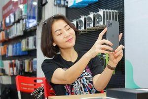 iPhone 11 xách tay đội giá cao ngất ngưởng khi về Việt Nam