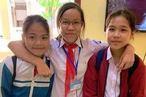 Tuyên dương 3 học sinh nhặt được ví tiền trả lại cho người đánh rơi