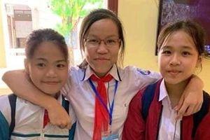 Tuyên dương 3 học sinh nhặt được tiền trả người đánh rơi