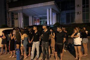 Gần 70 nam nữ thanh niên 'bay lắc' trong karaoke Royal KTV