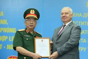 Trao Huân chương Hữu nghị LB Nga cho Thượng tướng Nguyễn Chí Vịnh