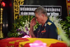 Hàng nghìn người viếng phi công huyền thoại Nguyễn Văn Bảy