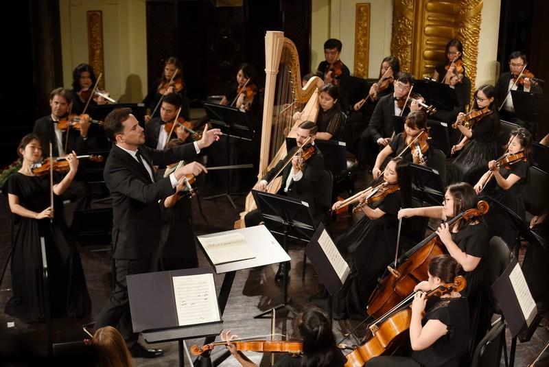 Nhạc trưởng Ovilier Ochanine và danh cầm Iván Martin thăng hoa cùng Emperor Concerto