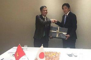 Bộ trưởng Trần Tuấn Anh gặp song phương với Bộ trưởng Bộ Kinh tế, Thương mại và Công nghiệp Nhật Isshu SUGAWARA