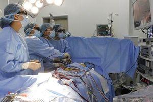 Bóc tách khối nang màng tim cứu sống một bệnh nhân