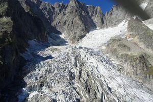 Italy báo động nguy cơ vỡ 250.000 m3 băng ở Mont Blanc