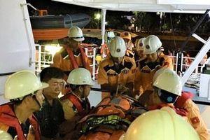 Kịp thời cứu nạn ngư dân bị tai nạn lao động trên biển