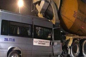 Xe trường Gateway tông xe bồn, tài xế bị thương nặng