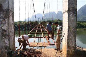 Sửa chữa cầu treo bắc qua sông Bôi sau phản ánh của TTXVN