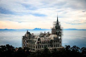 Chủ nhân của tòa lâu đài tráng lệ 400 tỷ trên đỉnh Tam Đảo là ai?