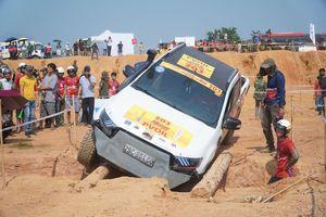 'Thót tim' xem xe đua vượt địa hình, cầu gỗ ở giải đua xe địa hình lớn nhất Việt Nam