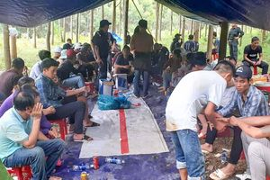 Hai phụ nữ bị tạm giữ trong vụ 37 người đánh bạc ở rừng cao su