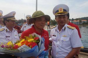 Đoàn đại biểu TPHCM dâng hương Chủ tịch Hồ Chí Minh tại Vùng 5 Hải quân