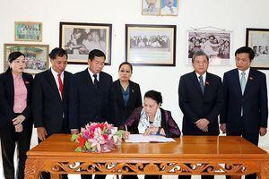 Chủ tịch QH Nguyễn Thị Kim Ngân thăm, làm việc tại tỉnh Viêng Chăn, Lào
