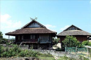 'Khau cút'- biểu tượng văn hóa độc đáo trên ngôi nhà sàn của người Thái đen