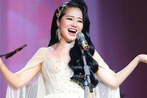 Phạm Thùy Dung bay bổng trong đêm 'Trăng hát'