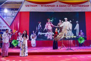 Màu sắc truyền thống và hiện đại trong văn hóa Việt Nam - Myanmar