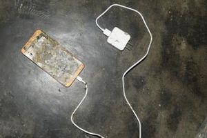 Tử vong vì sử dụng điện thoại lúc đang sạc