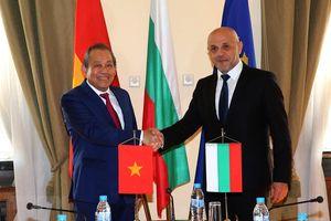 Phó Thủ tướng Trương Hòa Bình hội đàm với Phó Thủ tướng, gặp Chánh án TATC Bulgaria