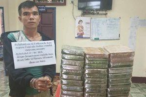 Bắt đối tượng người Nghệ An đang vận chuyển 30 bánh heroin ở biên giới