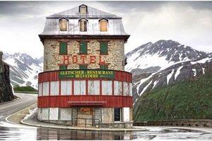 Khám phá khách sạn 4 mặt tiền hùng vỹ bị bỏ hoang trên núi