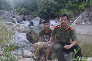Thượng sỹ Công an Nghệ An dũng cảm cứu 4 người dân mắc kẹt giữa lũ trong đêm