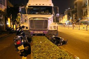 Bắt tạm giam tài xế container tông chết người trong cơn phê ma túy