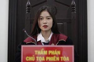 Nữ sinh ngành Luật bất ngờ nổi trên mạng khi vào vai chủ tọa