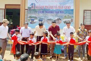 Học sinh làng Tắc Rối có trường mới