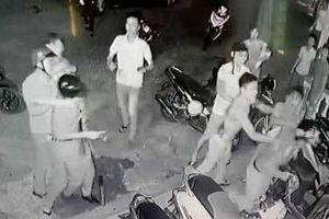 Hai kẻ cầm đầu nhóm chém 3 công an bị khởi tố tội giết người
