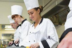 Phụ bếp là một trong 10 nghề phát triển nhanh tại Việt Nam