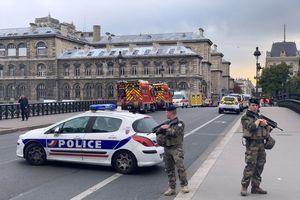 Bộ trưởng Nội vụ Pháp bị chất vấn về vụ tấn công cảnh sát ở Paris