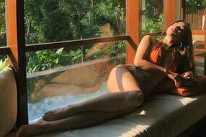 Yaya Trương Nhi bắt trend cực nhanh với mốt bikini đan dây gợi cảm