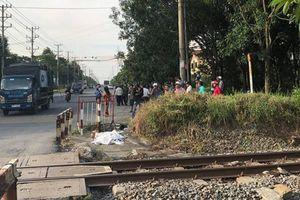 Bất ngờ lao ra đường ray, người đàn ông bị tàu hỏa tông chết