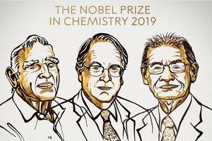 Tin tức thế giới 9/10: Nobel Hóa học 2019 vinh danh ba nhà khoa học nghiên cứu pin lithium-ion