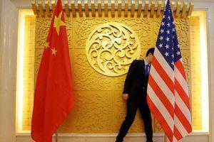 Hai bên Mỹ - Trung ăn miếng trả miếng dọa trừng phạt nhau ngay trước khi ngồi vào đàm phán