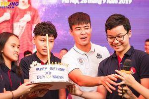 Chàng trung vệ điển trai Duy Mạnh bất ngờ được fan tổ chức sinh nhật sớm, tiết lộ về 'tuổi thơ dữ dội' 10 năm trước