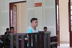 Chồng lĩnh án tử hình, vợ khóc ngất ở tòa