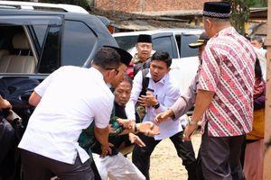 Hiện trường hỗn loạn Bộ trưởng Indonesia bị tấn công bằng dao