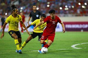 Trực tiếp Việt Nam 1-0 Malaysia: Quang Hải ghi bàn đẳng cấp thế giới
