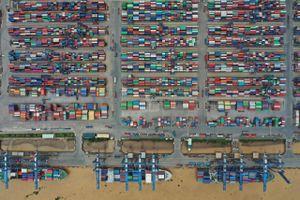 Hàng nghìn xe container nhích từng chút vào cảng lớn nhất Việt Nam