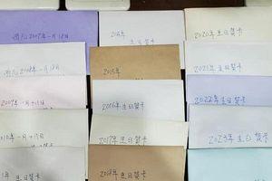 Cha viết 19 bức thiệp sinh nhật cho con trước khi qua đời vì ung thư