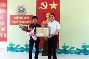 Khen thưởng tài xế ô tô tông ngã tên cướp tiệm vàng ở Quảng Ninh