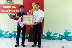 Trao thưởng tài xế điều khiển xe ôtô tông ngã tên cướp tiệm vàng có súng ở Quảng Ninh
