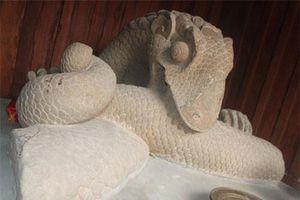 Khám phá thú vị về tượng rồng đá cắn thân