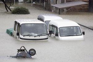 Đường phố chìm trong biển nước, cây cối đổ rạp khi siêu bão Hagibis tấn công Nhật Bản