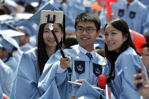 Cha mẹ Trung Quốc nai lưng kiếm tiền cho con du học Mỹ